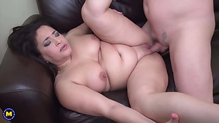 Chubby mom suck and fuck lucky daddy