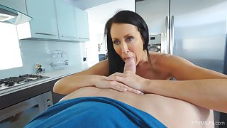 Excellent nude porn in the kitchen with the hot grown up stepmom