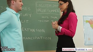 Licentious undergo with busty sexy teacher India Summer